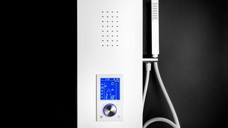 Pannello doccia CHRONOS di Damast, con display lcd: doccia perfetta con un touch screen