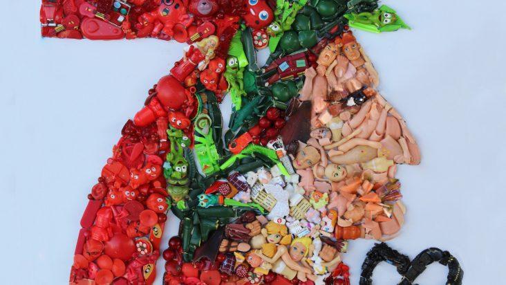 L'artista Lady Be celebra il settecentenario di Dante con un eco-mosaico.